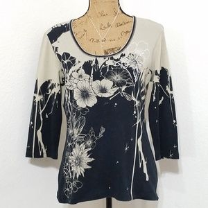 Tops - Floral graphic print top• stud accents•